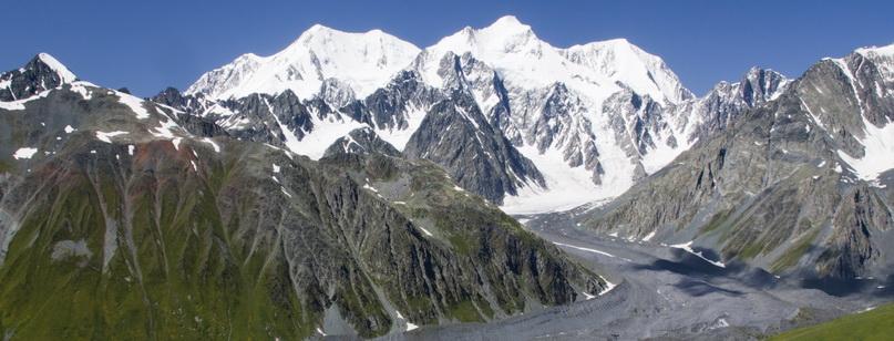 Величественная гора Белуха