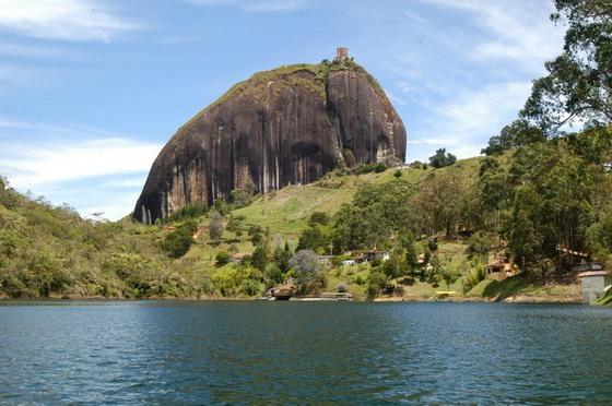 skala-el-penon-de-guatape-v-kolumbii-6