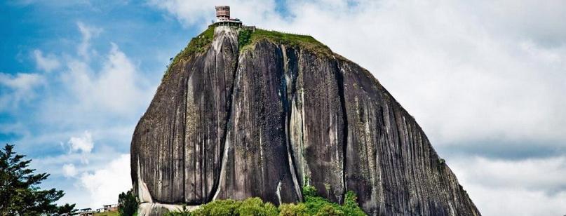 Скала Эль-Пеньон-де-Гуатапе в Колумбии