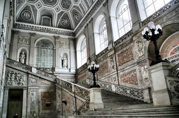 Королевский дворец в Неаполе интерьер