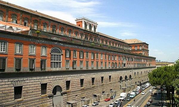 фото Королевского дворца в Неаполе