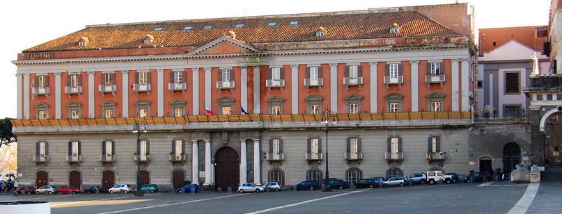 Площадь Муниципалитета в Неаполе