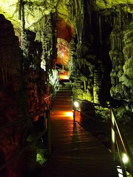 Греческая пещера Зевса