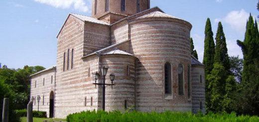 Древний собор с мощами святых
